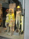 Gele kleding en weelderige pruiken, chiq Maastricht